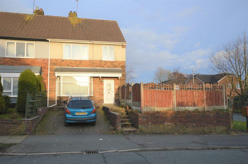 3 Bedrooms Terraced House for sale in Oakcliffe Road, Rochdale