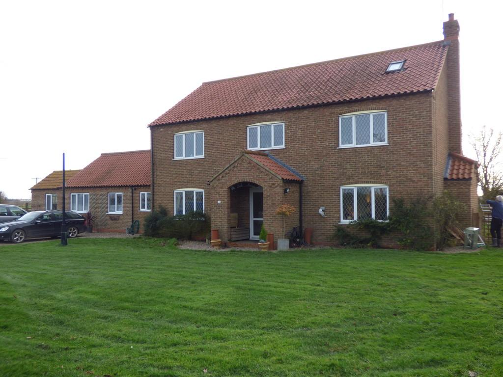 5 Bedrooms Detached House for sale in Lowgrounds, Swineshead