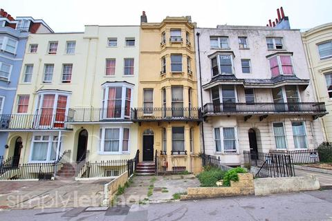 Studio to rent - Lower Rock Gardens, Brighton