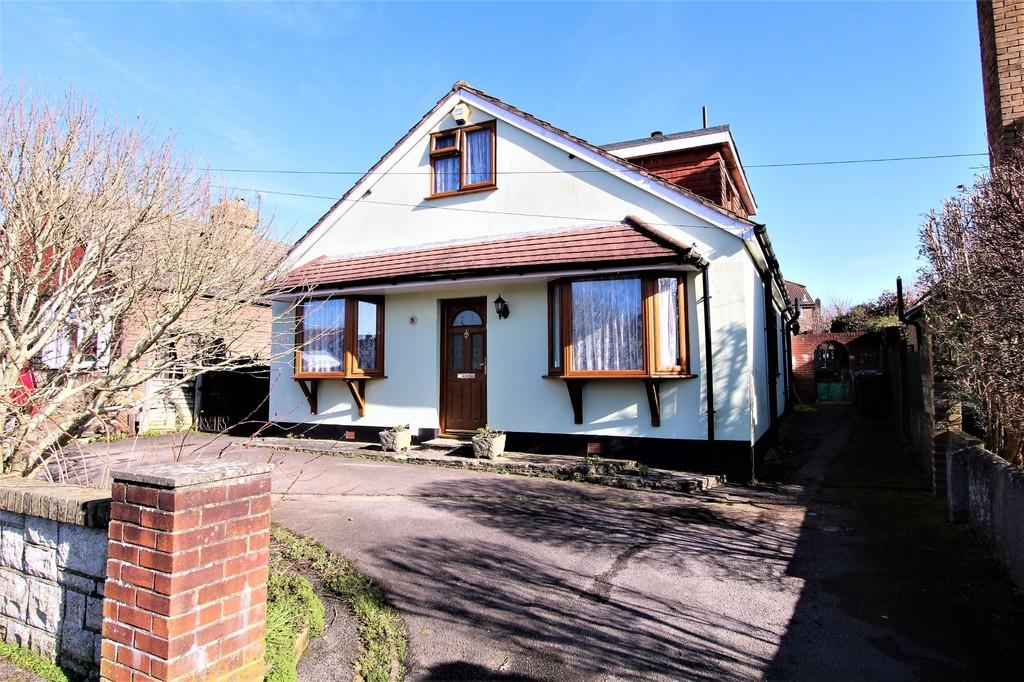 4 Bedrooms Chalet House for sale in St Ann's Road , Horndean, Hampshire