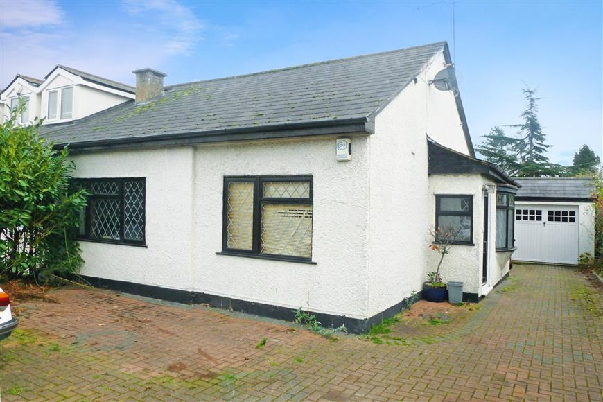3 Bedrooms Semi Detached Bungalow for sale in Chelmsford Road, Shenfield, Brentwood, Essex