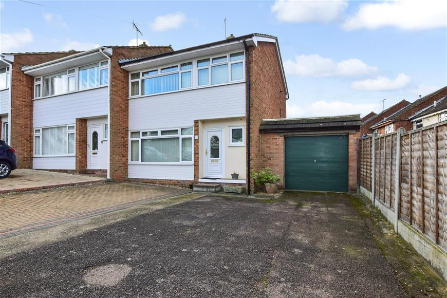 3 Bedrooms End Of Terrace House for sale in Tern Way, Brentwood, Essex