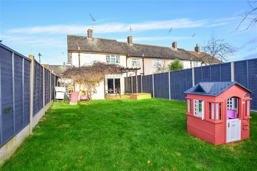 3 Bedrooms End Of Terrace House for sale in Wingfield Close, Brentwood, Essex