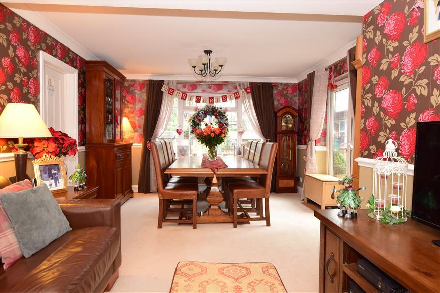 4 Bedrooms Detached House for sale in Lower Road, Mountnessing, Brentwood, Essex
