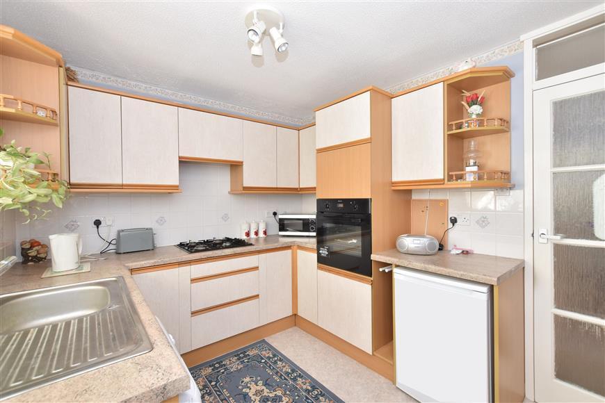 2 Bedrooms Semi Detached Bungalow for sale in Henfield Way, Bognor Regis, West Sussex