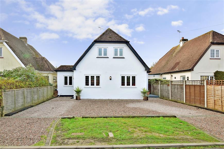 3 Bedrooms Detached House for sale in Croft Way, Bognor Regis, West Sussex