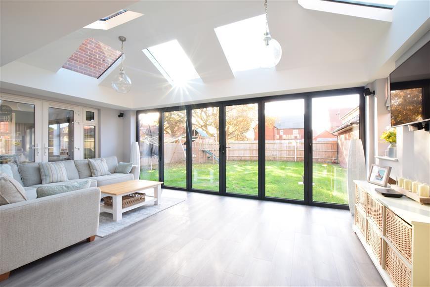 4 Bedrooms Detached House for sale in Stanhorn Grove, Felpham, Bognor Regis, West Sussex