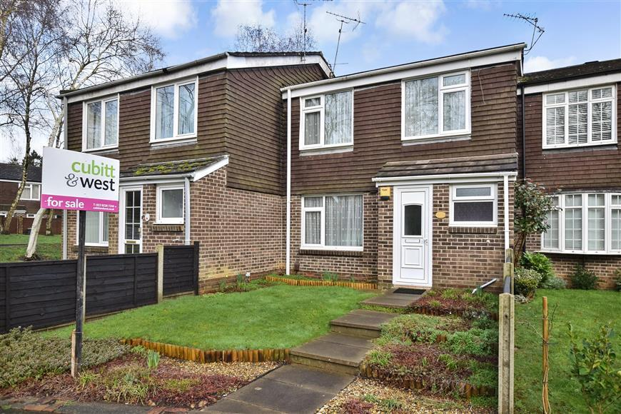 3 Bedrooms Terraced House for sale in Coltsfoot Drive, Waterlooville, Hampshire