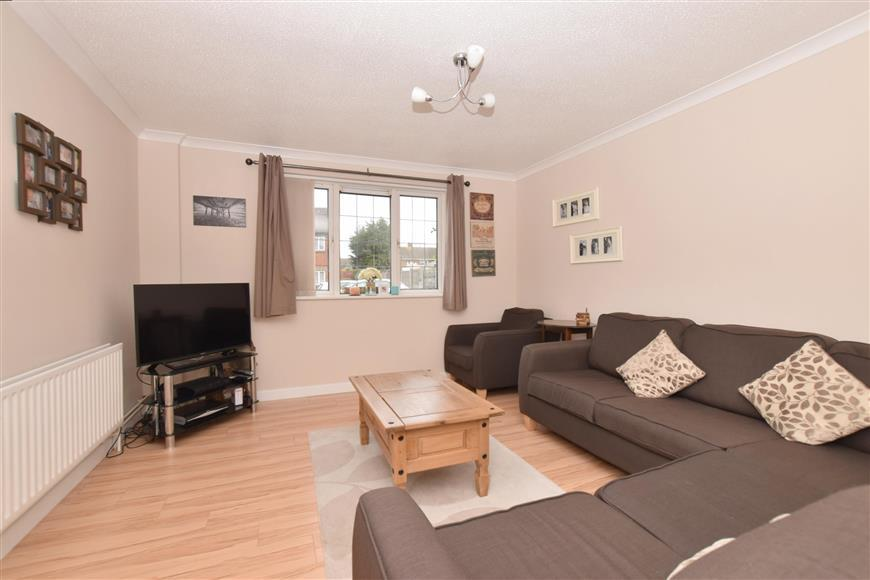 3 Bedrooms End Of Terrace House for sale in Milton Road, Waterlooville, Hampshire