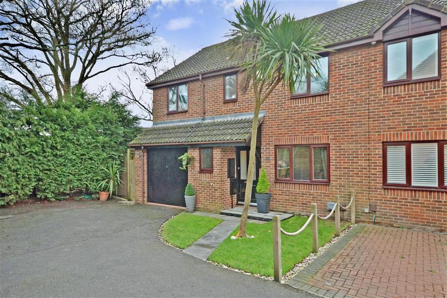 4 Bedrooms Semi Detached House for sale in Damask Gardens, Waterlooville, Hampshire