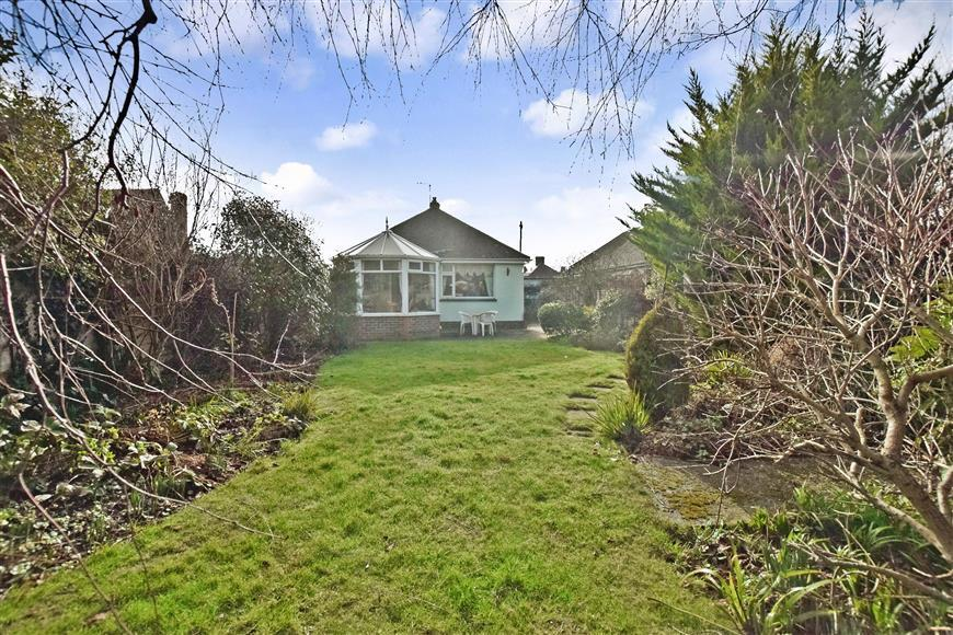 2 Bedrooms Bungalow for sale in Keymer Crescent, Goring-By-Sea, Worthing, West Sussex