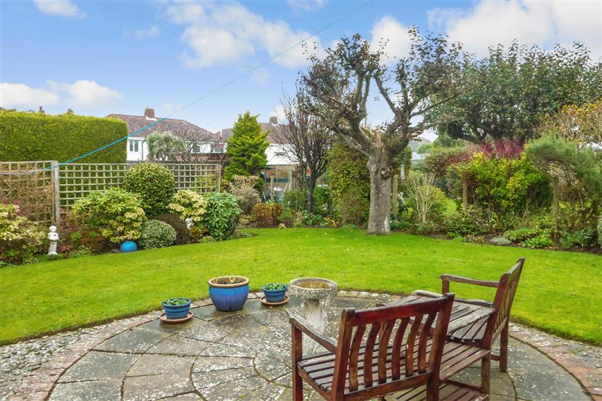 3 Bedrooms Semi Detached Bungalow for sale in Goring Way, Goring By Sea, Worthing, West Sussex