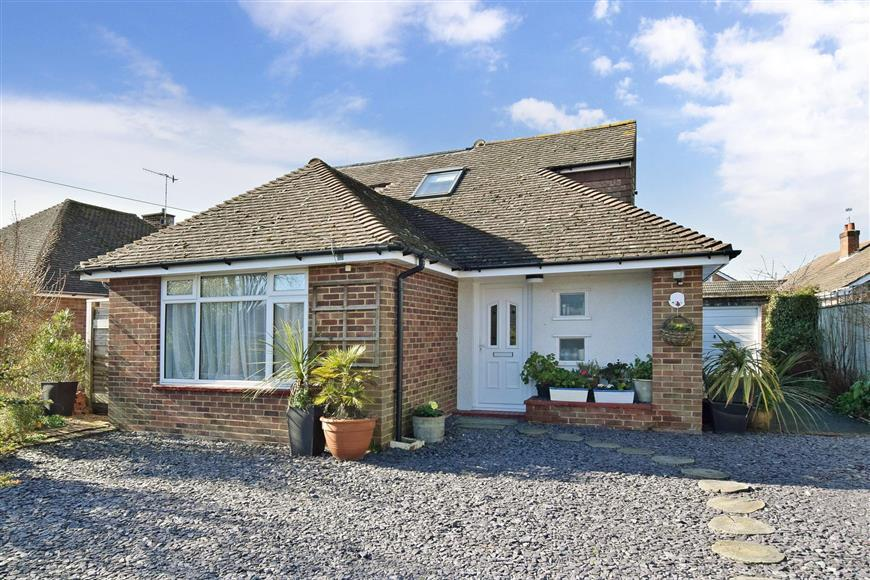 4 Bedrooms Bungalow for sale in Windermere Crescent, Goring-By-Sea, Worthing, West Sussex