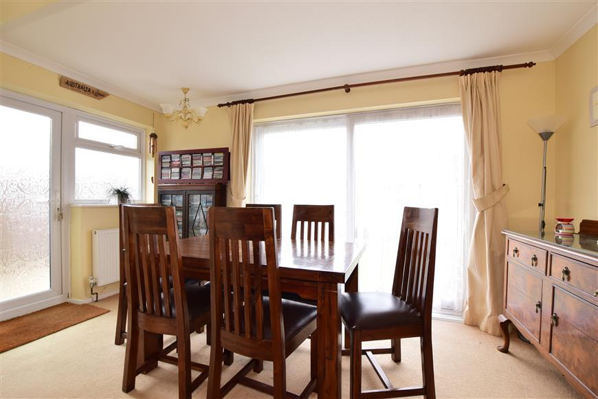 3 Bedrooms Link Detached House for sale in Kithurst Crescent, Goring-By-Sea, Worthing, West Sussex