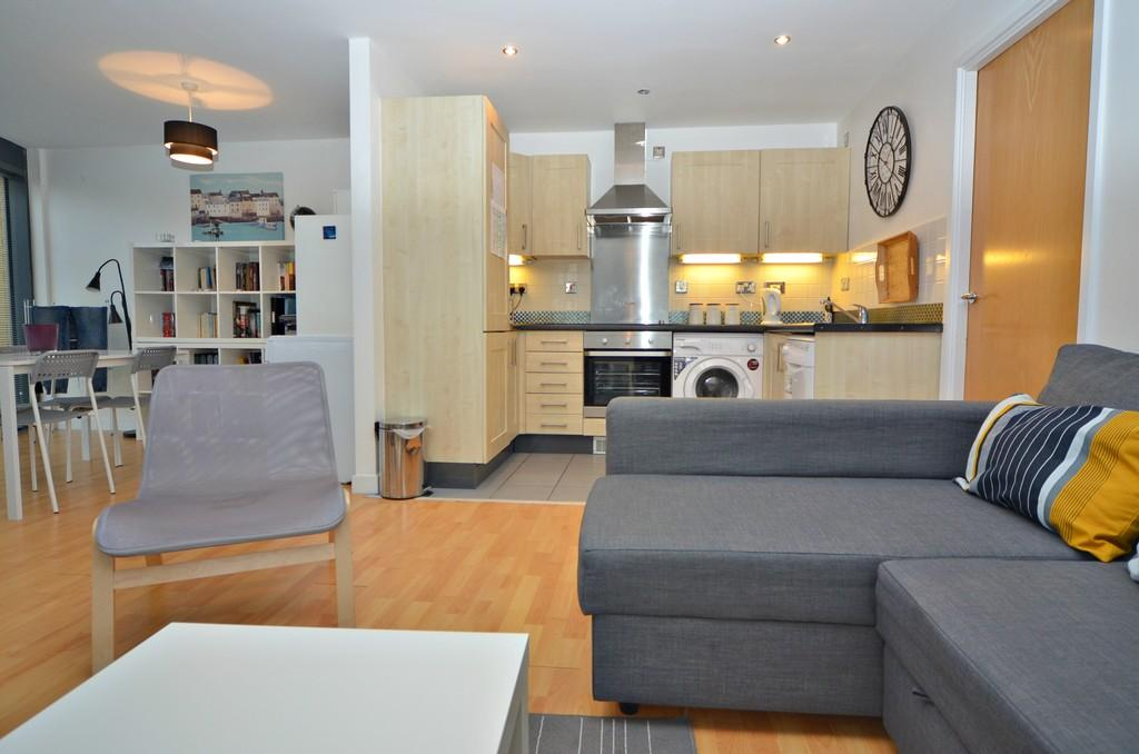 2 Bedrooms Apartment Flat for sale in 85 Queens Court, Hull City Centre