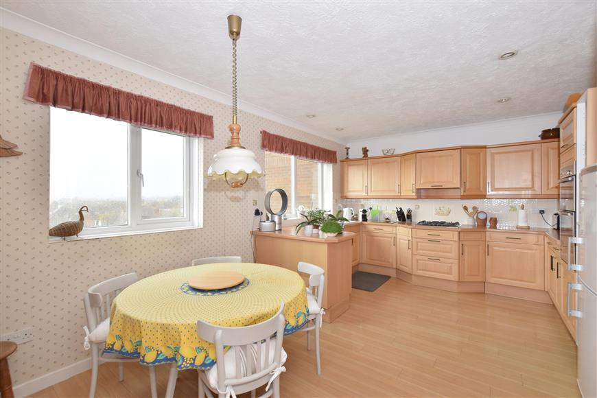 4 Bedrooms Penthouse Flat for sale in Grand Avenue, Worthing, West Sussex