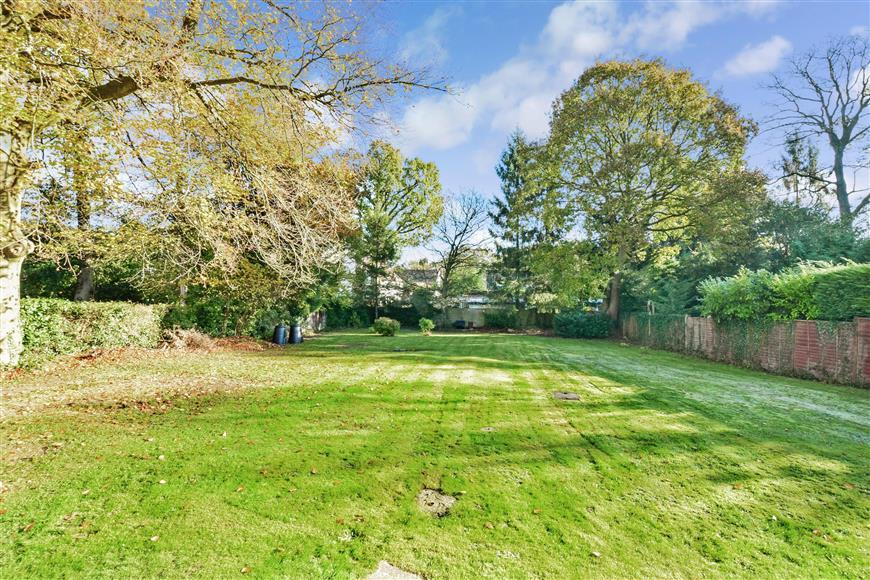 3 Bedrooms Bungalow for sale in The Drive, Ifold, Billingshurst, West Sussex