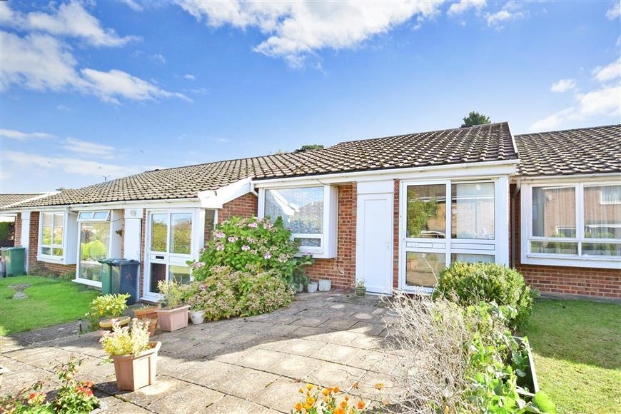 2 Bedrooms Terraced Bungalow for sale in Headley Grove, Tadworth, Surrey