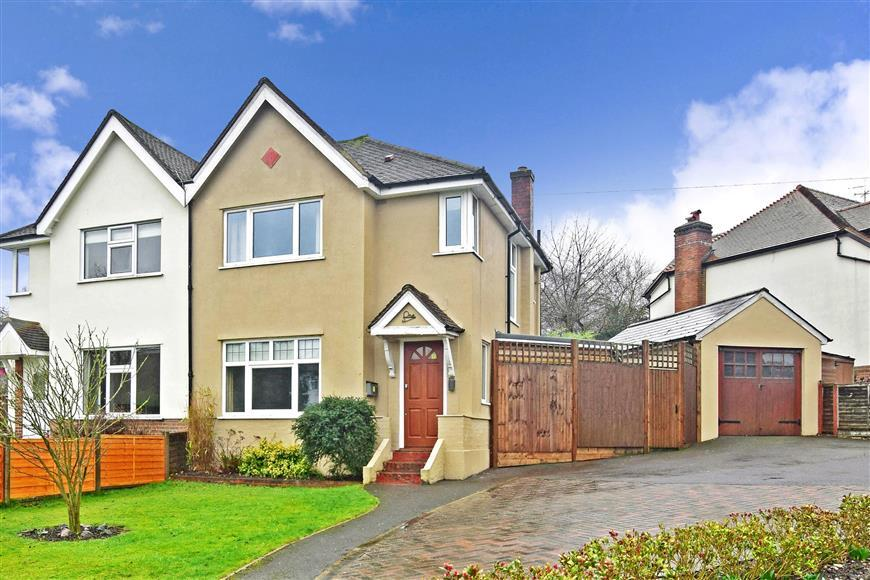 3 Bedrooms Semi Detached House for sale in Partridge Mead, Banstead, Surrey