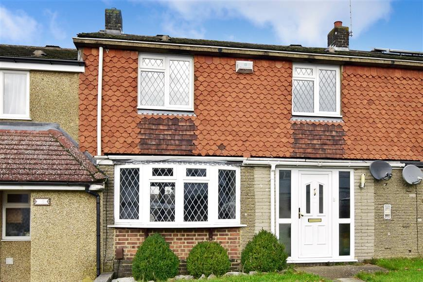 3 Bedrooms Terraced House for sale in Chetwode Road, Tadworth, Surrey