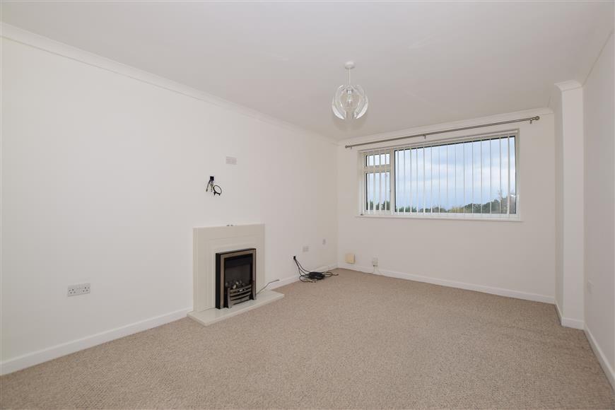 2 Bedrooms Maisonette Flat for sale in Home Farm Close, Tadworth, Surrey