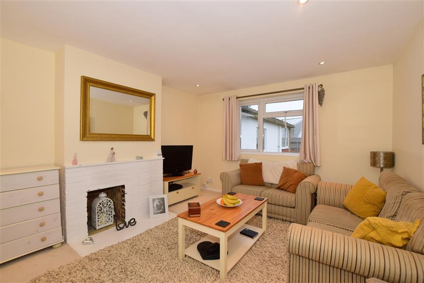1 Bedroom Maisonette Flat for sale in Merland Rise, Tadworth, Surrey