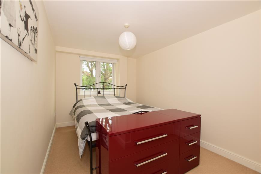 1 Bedroom Flat for sale in High Street, Banstead, Surrey