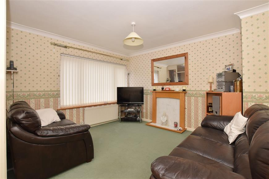 3 Bedrooms Semi Detached House for sale in Woodgate Park, Woodgate, Chichester, West Sussex