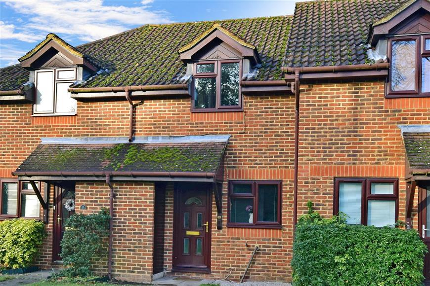2 Bedrooms Terraced House for sale in Elmbridge Road, Cranleigh, Surrey