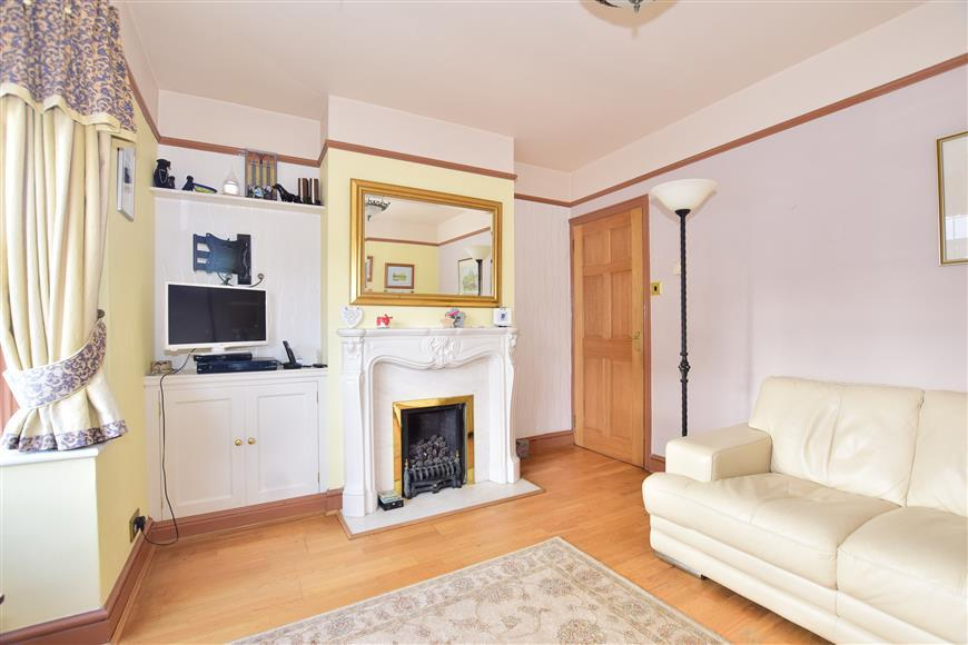 3 Bedrooms Semi Detached House for sale in Mount Road, Cranleigh, Surrey