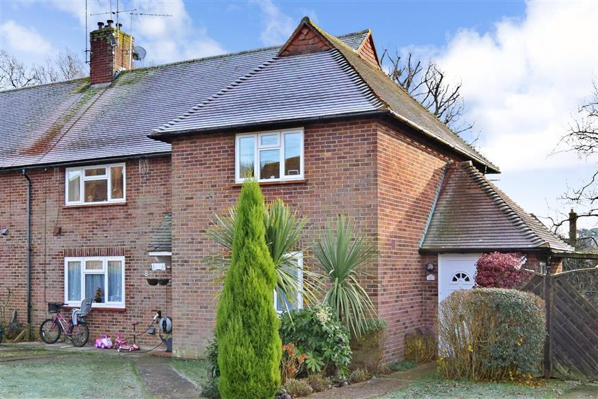 2 Bedrooms Maisonette Flat for sale in Thistley Lane, Cranleigh, Surrey