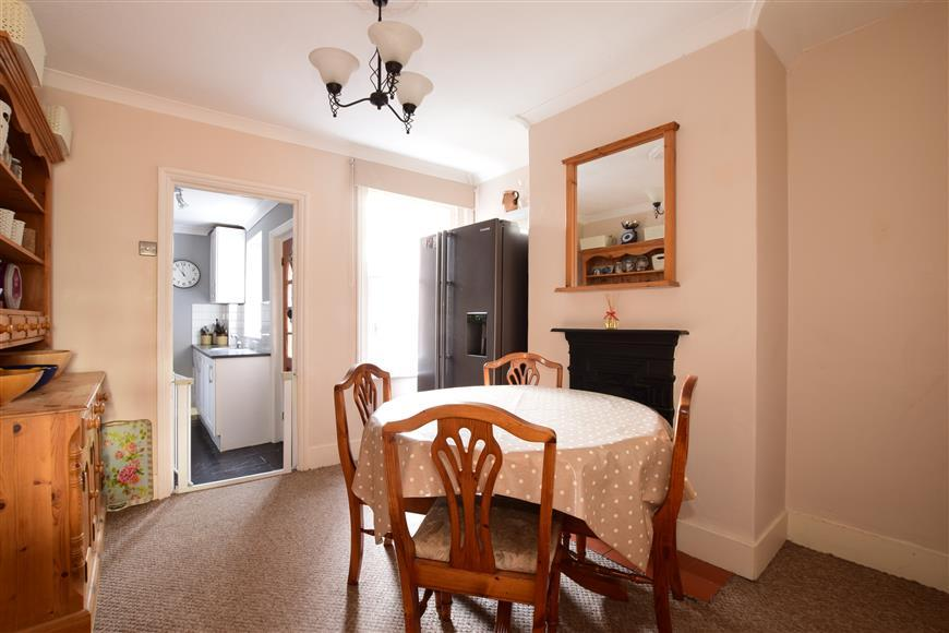 2 Bedrooms Terraced House for sale in Spencers Road, West Green, Crawley, West Sussex