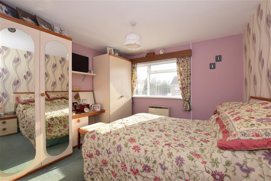 3 Bedrooms Terraced House for sale in Paddockhurst Road, Gossops Green, Crawley, West Sussex