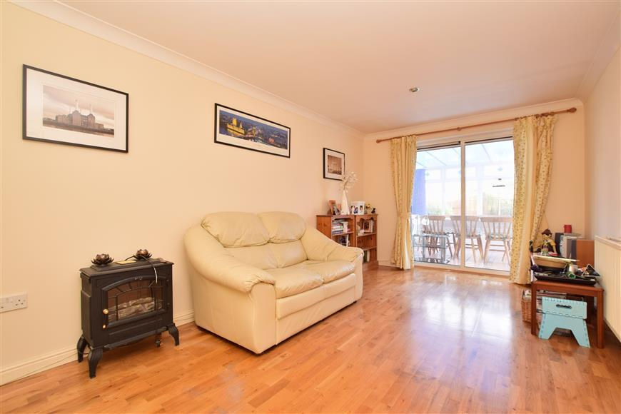 3 Bedrooms Detached House for sale in Southwater Close, Ifield, Crawley, West Sussex