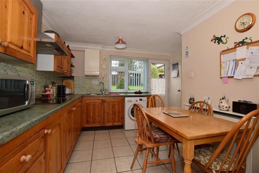 3 Bedrooms End Of Terrace House for sale in Dovedale Crescent, Southgate, Crawley, West Sussex