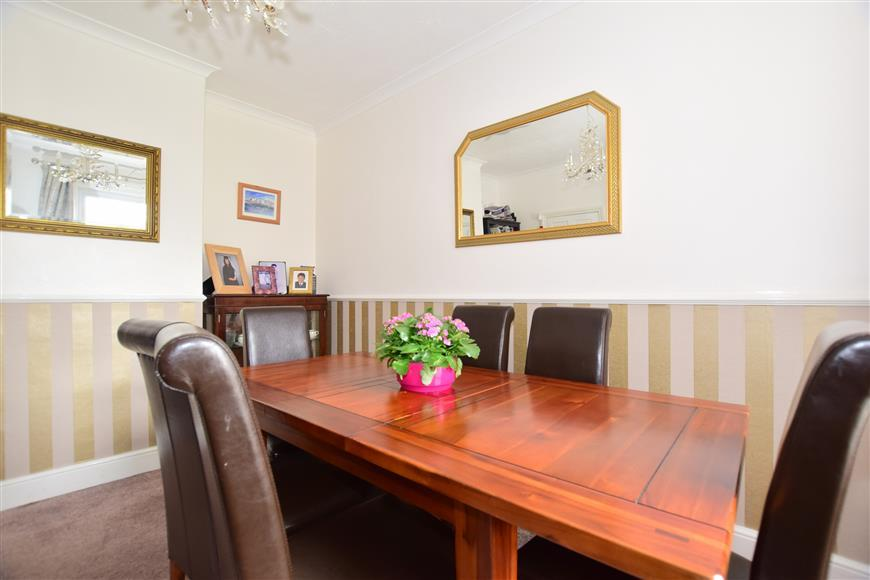 4 Bedrooms Semi Detached House for sale in Ifield Road, West Green, Crawley, West Sussex