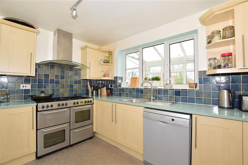 6 Bedrooms Detached House for sale in Wantage Close, Maidenbower, Crawley, West Sussex