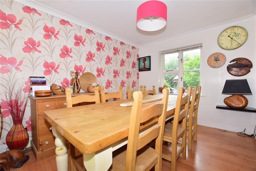 4 Bedrooms Detached House for sale in Old Horsham Road, Southgate, Crawley, West Sussex