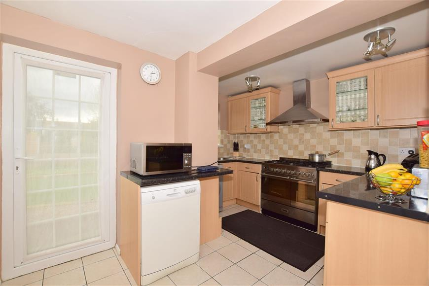 4 Bedrooms Semi Detached House for sale in Penn Close, Langley Green, Crawley, West Sussex