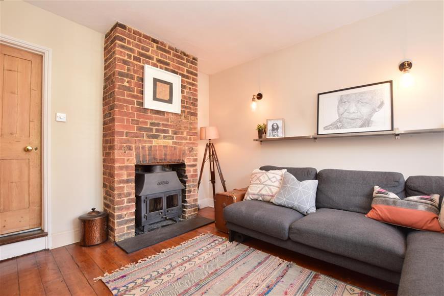 2 Bedrooms Terraced House for sale in Hart Gardens, Dorking, Surrey
