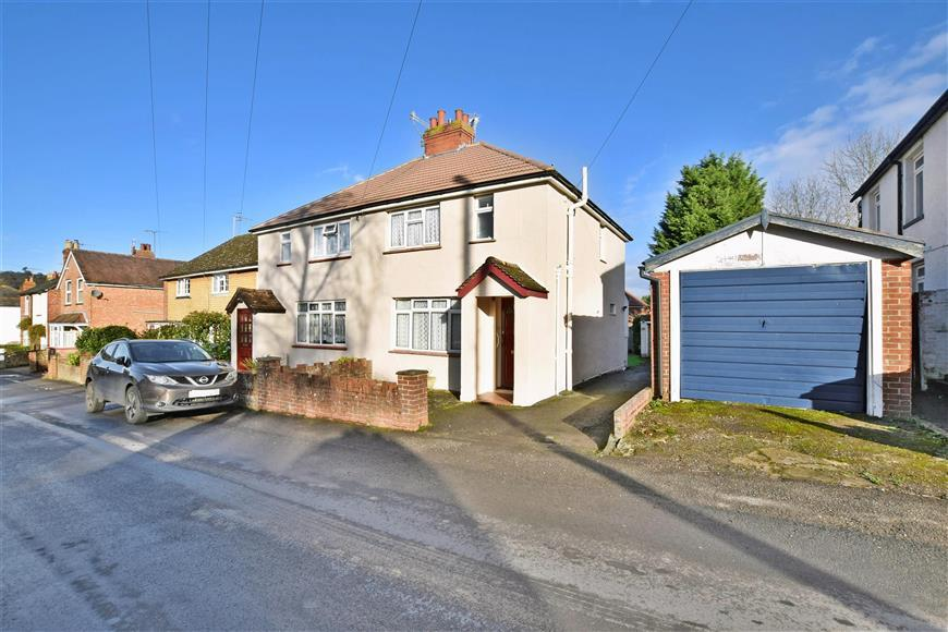 3 Bedrooms Semi Detached House for sale in St. Johns Road, Westcott, Dorking, Surrey