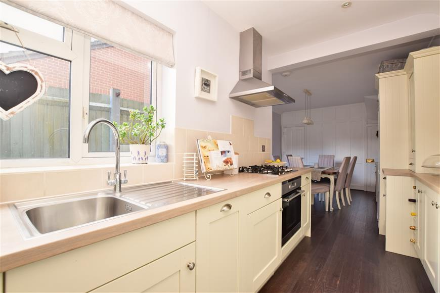 3 Bedrooms End Of Terrace House for sale in Hart Road, Dorking, Surrey