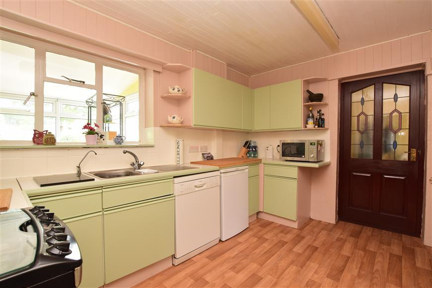 3 Bedrooms Semi Detached House for sale in Warwick Close, Holmwood, Dorking, Surrey