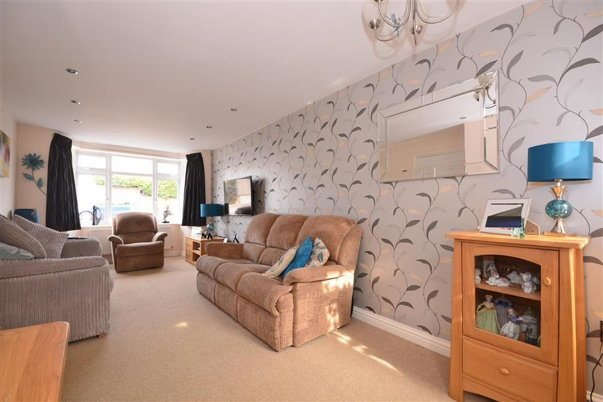 3 Bedrooms End Of Terrace House for sale in Parkway, Dorking, Surrey