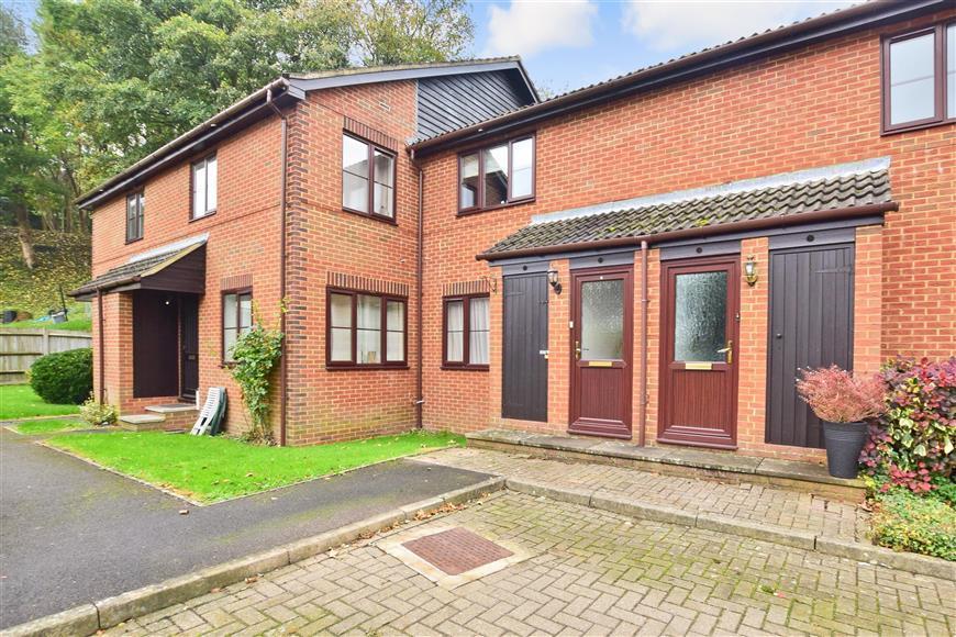 1 Bedroom Flat for sale in Limeway Terrace, Dorking, Surrey