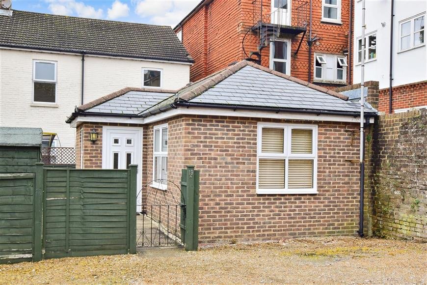 1 Bedroom Bungalow for sale in Station Road, East Grinstead, West Sussex