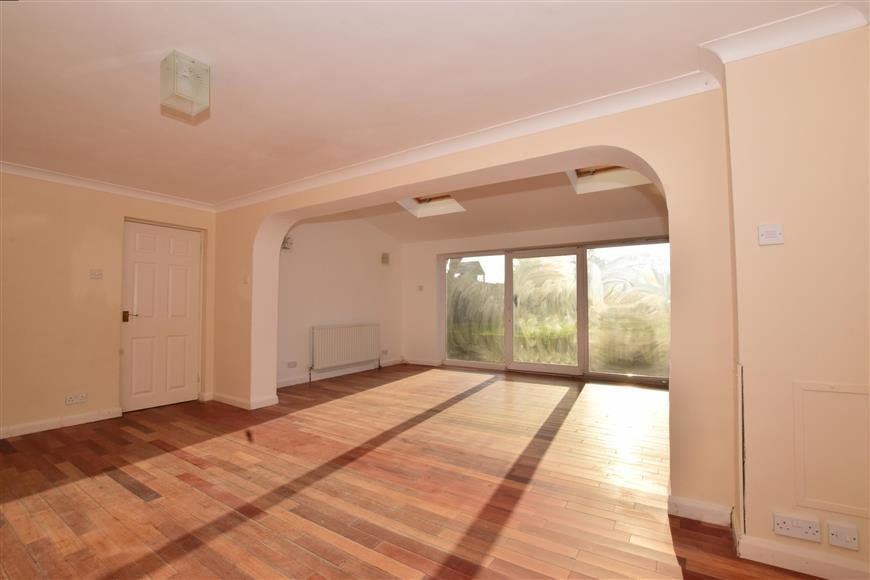 3 Bedrooms Link Detached House for sale in Station Road, Lingfield, Surrey