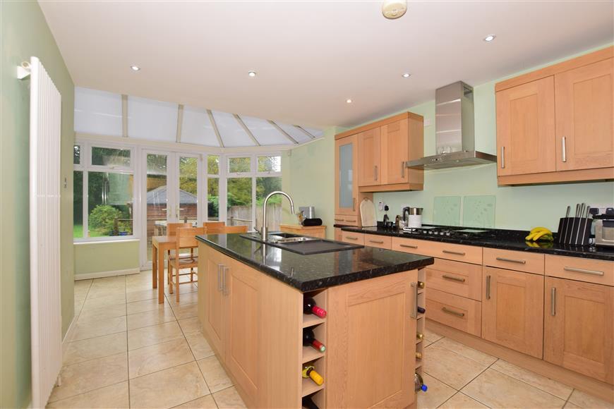 4 Bedrooms Detached House for sale in Crawley Down Road, Felbridge, West Sussex