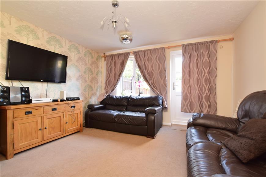 2 Bedrooms Terraced House for sale in Hilton Court, Horley, Surrey