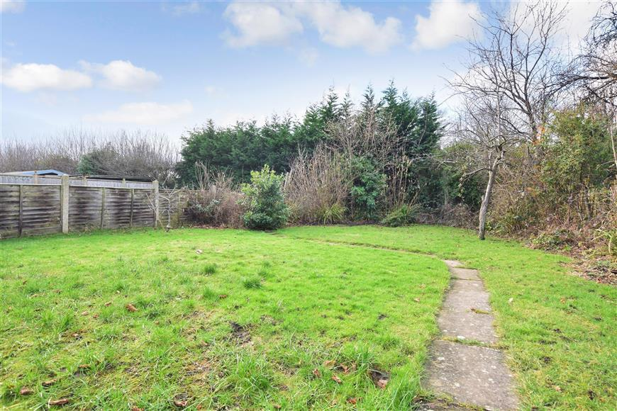 3 Bedrooms Semi Detached House for sale in The Meadway, Horley, Surrey